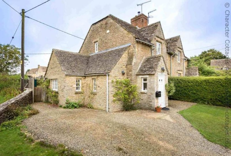 Welcome to Swan View, a cosy Cotswold stone cottage in Southrop
