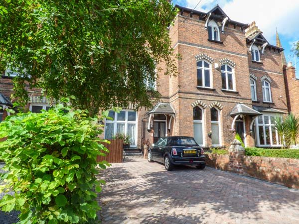 COURTYARD APARTMENT, pet-friendly, WiFi, courtyard, off-road parking, Chester, location de vacances à Rossett