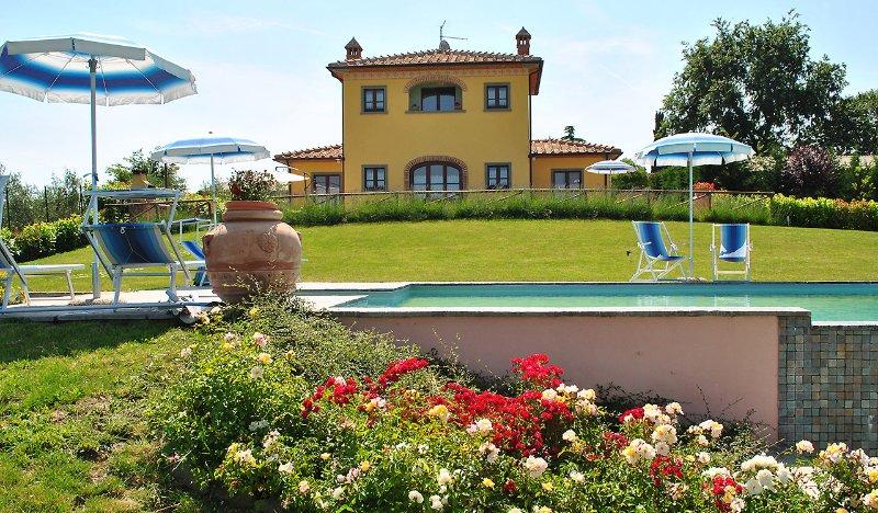 Villa Barbara, 3 bedroom's villa near Cortona. Private pool, A/C and Wi-Fi!, holiday rental in Farneta
