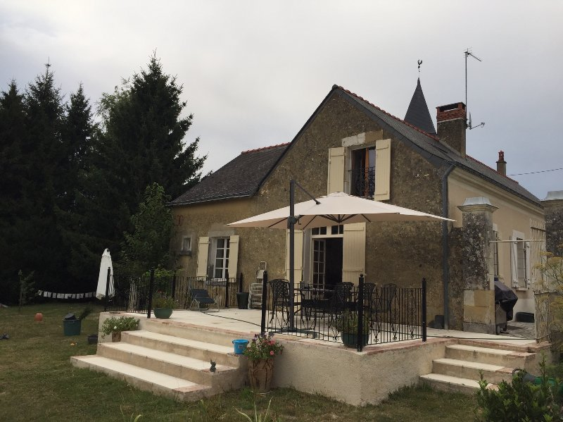 Beautiful 4 bedroomed character retreat, holiday rental in Savigne-sous-le-Lude