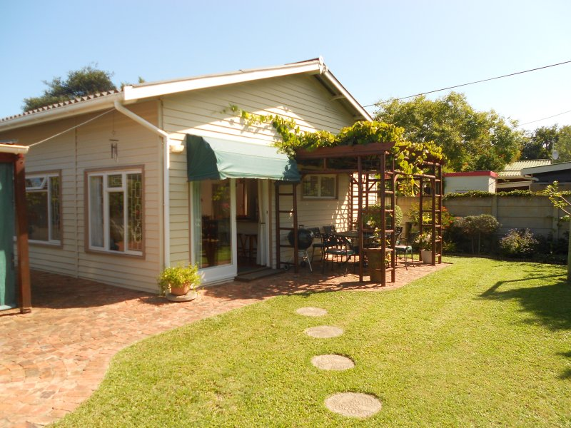 Self catering garden cottage, vacation rental in Rheenendal