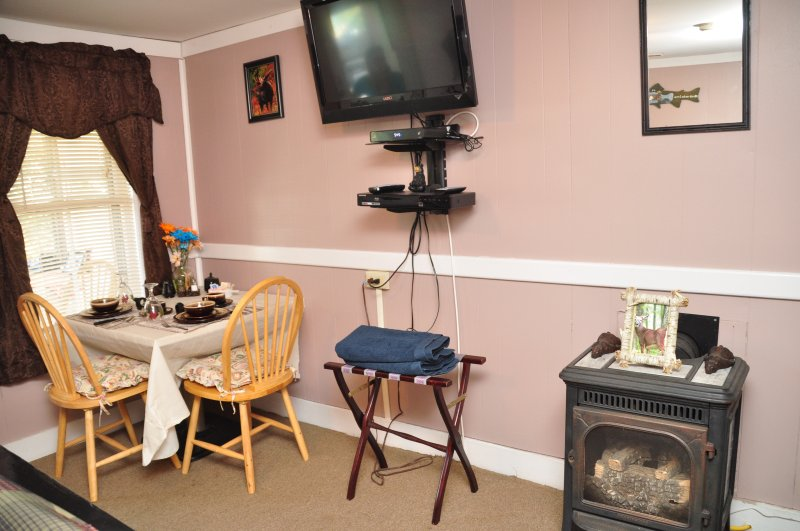 gas fore place  dining area TV