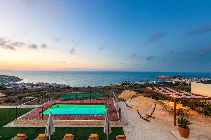 Luxuriate exceptional views of Cretan sea & Rethymno city