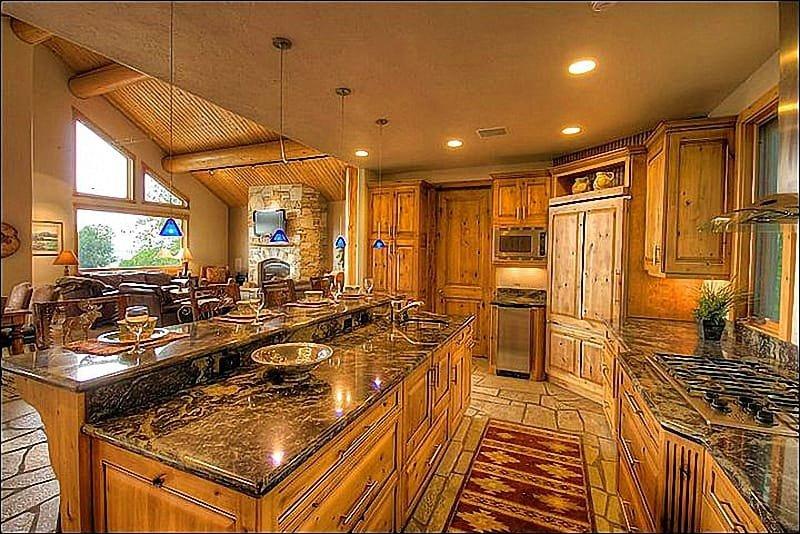 Gourmet Kitchen - Granite Counters, Quartzite Floors, Professional Viking Range, even an Ice Machine.