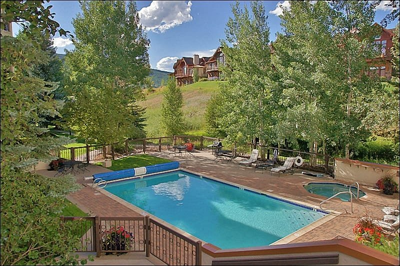 Large Heated Pool & Hot Tub with Sunbathing furniture & Gas Grill