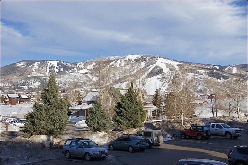 Der Balkonblick an diesem verschneiten Tag zeigt nur 1/2 des Berges!