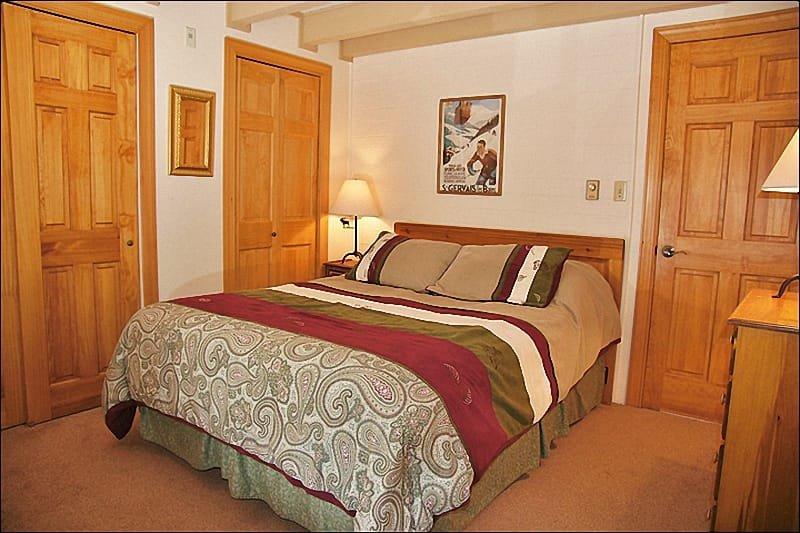 Bedroom 1 - Queen Bed, HDTV, Dual Closets