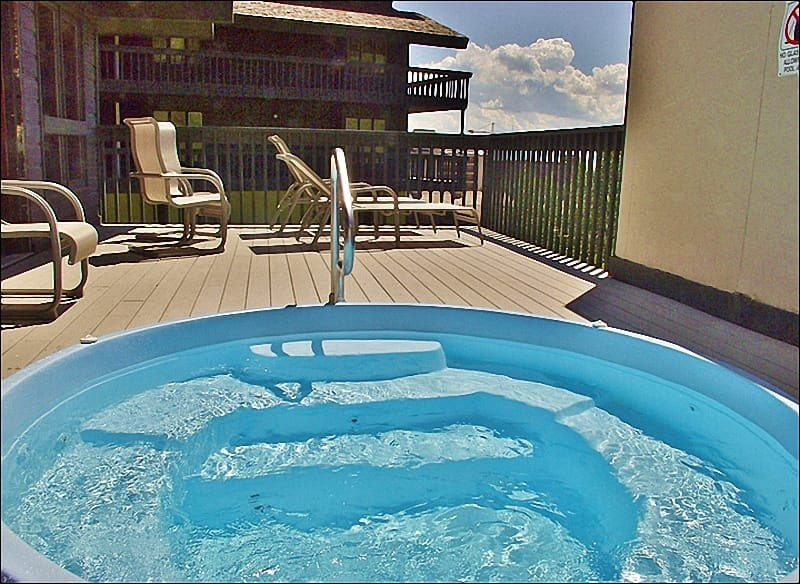 Amenity Center - Outdoor Hot Tub and Sunbathing Deck