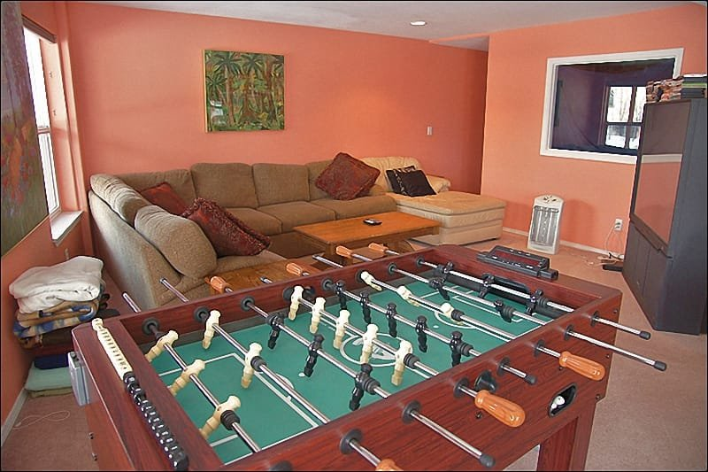 Lower Living Room - Phoose Ball, Huge TV, Large Couch, Blankets