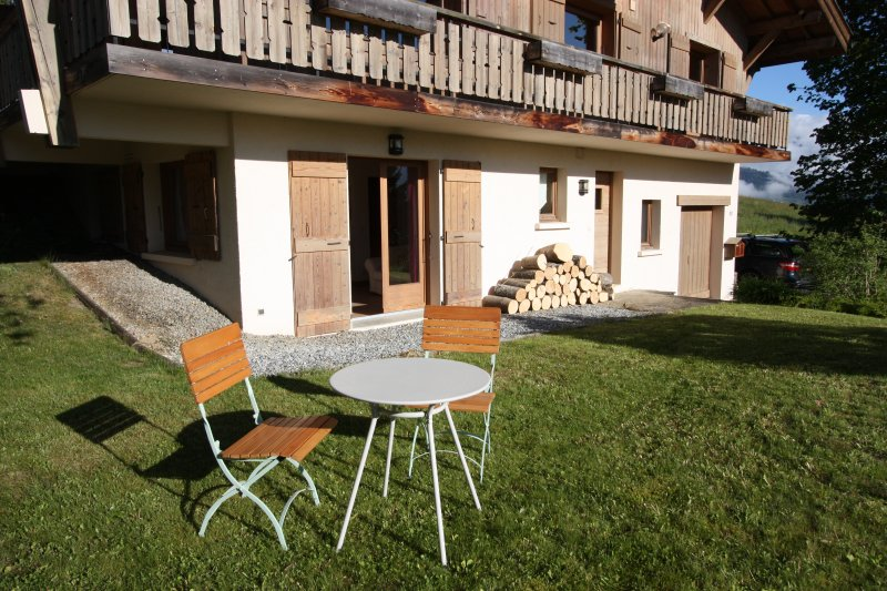 Highly convenient apartment, views of Mont Blanc, vacation rental in Combloux