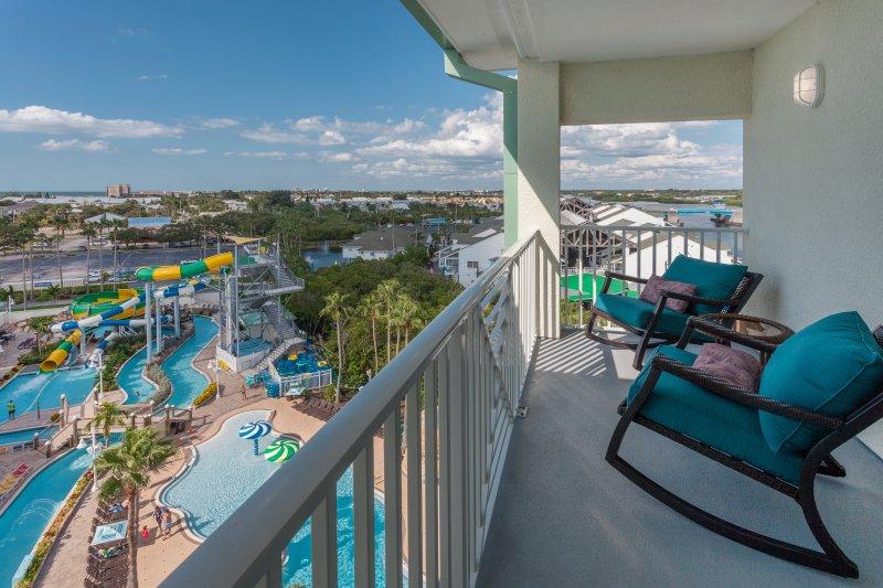 Balcón con vistas a Puerto Splash parque acuático con vistas al Golfo.