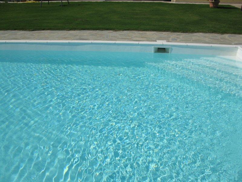 VILLA CON PISCINA PRIVATA  A POCHI CHILOMETRI DAL MARE, holiday rental in Monti