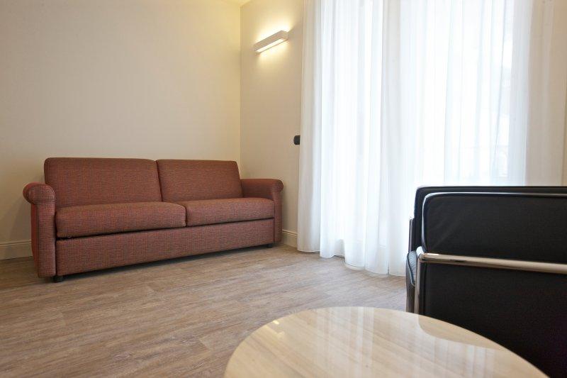 Nuovissimo appartamento bilocale in residence, vacation rental in Isola Pescatori