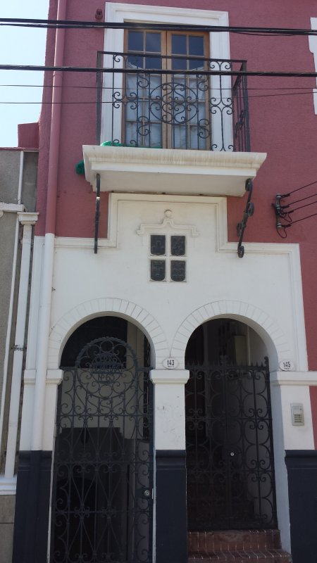 This is the access to the apartment from the street Hector Calvo. It is accessed by the right post.