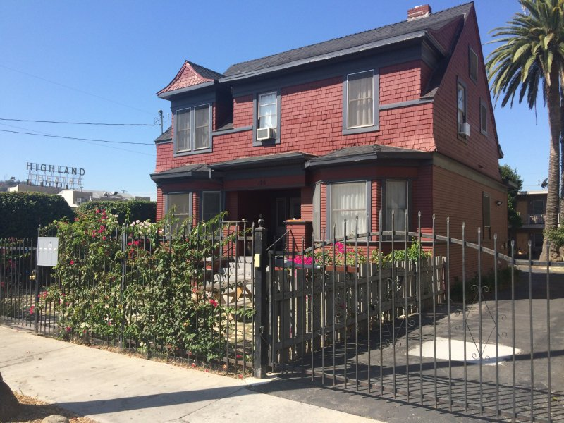Updated 6 Bedroom Craftsman W/ Ev Charging Station, holiday rental in San Gabriel
