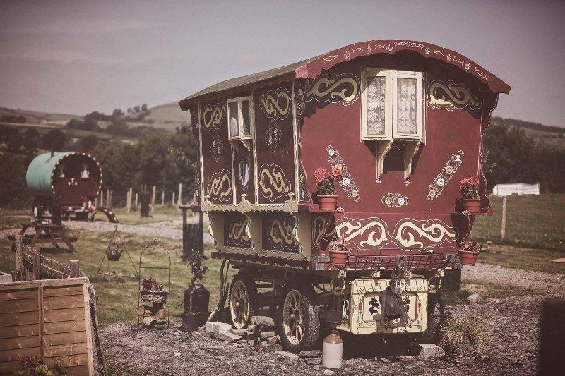 'Rosie' Gypsy wagon sleeps 2, aluguéis de temporada em Abbeycwmhir