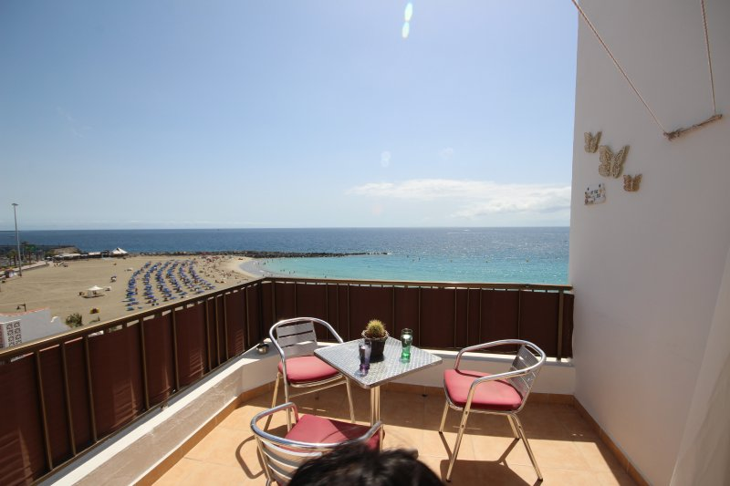 Family flat in front of the beach, Los Cristianos, casa vacanza a Los Cristianos