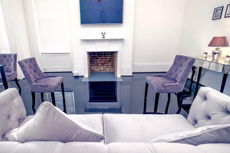 Belle réception haut plafond Avec Super Gloss Flooring