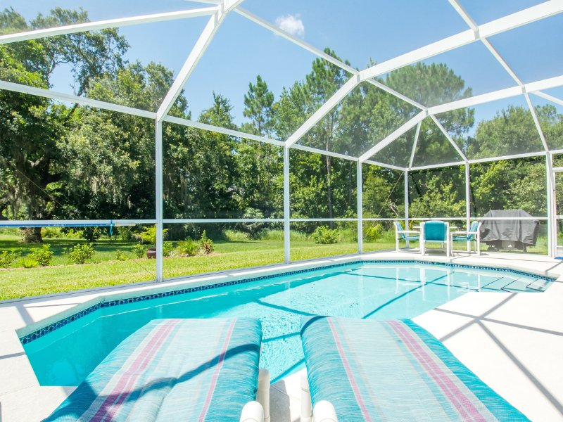 Gorgeous Pool Home with Great Kitchen & Everything You Want 2 miles to Disney!, aluguéis de temporada em Loughman