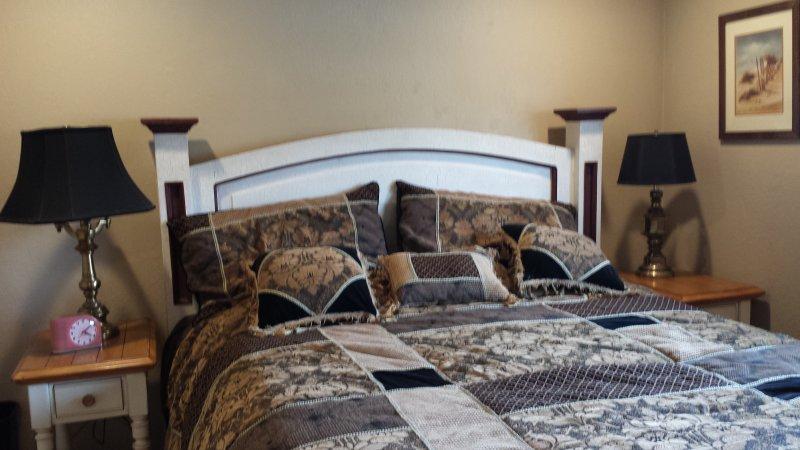 Mestre quarto com cama king size CA