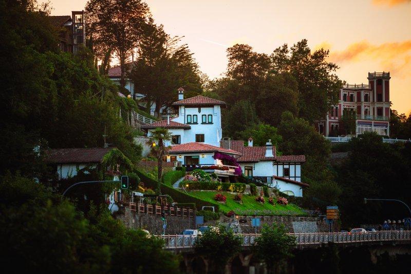 Villa Embil sur la colline