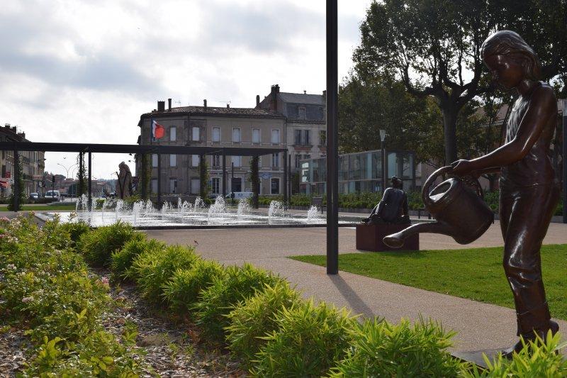 Gambetta Square fountain, kindergarten playground