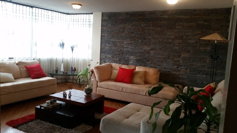 well located  aparment in Quito, vacation rental in Pomasqui