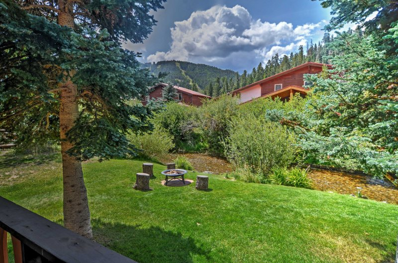 Experience the best of New Mexico from this Red River vacation rental townhome!