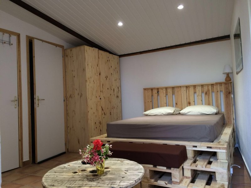 Charmant studio avec terrasse et jardin à louer, alquiler vacacional en Kourou