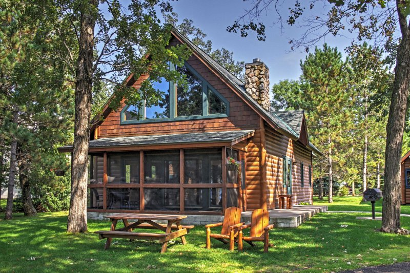 Alluring Nisswa Cabin on Gull Lake w/ Fireplace!, holiday rental in Brainerd
