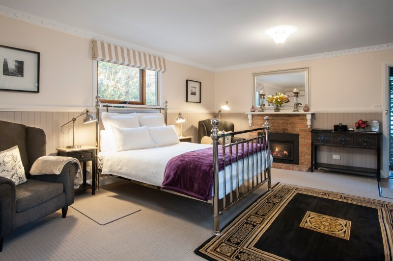 Clarendon Cottages - CAMELLIA COTTAGE, vacation rental in Rowville