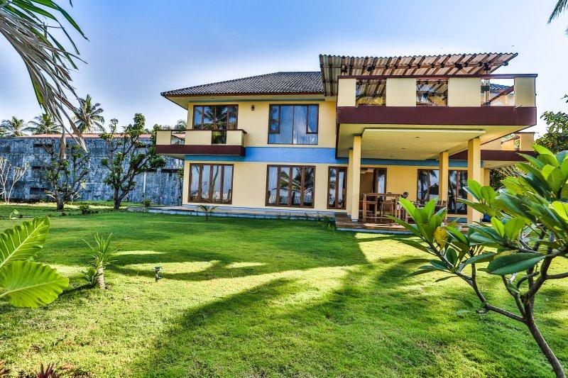 villas Salsabila, type Villa Kakap, plage upstair avant villas