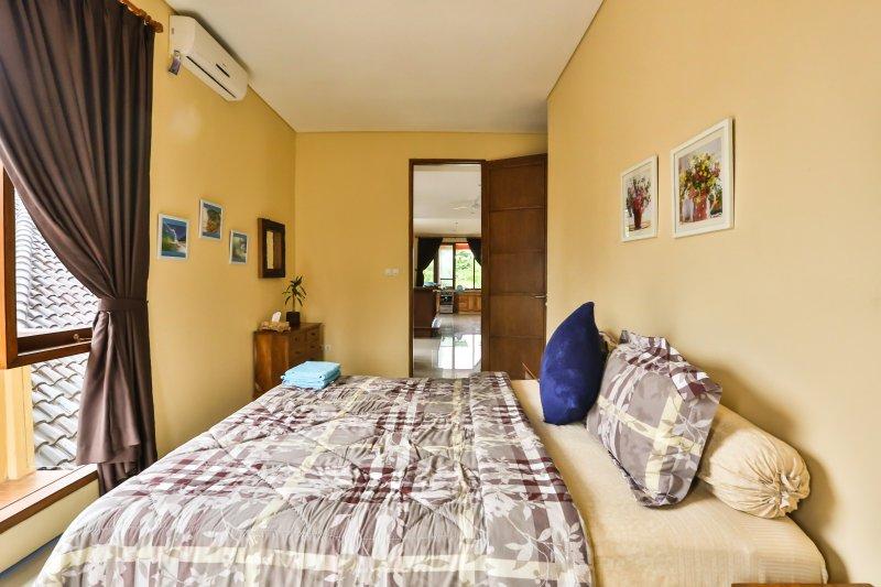 Chambre 3, avec 1 lit king size avec AC, balcon privé, chaud et bruyère watter froid