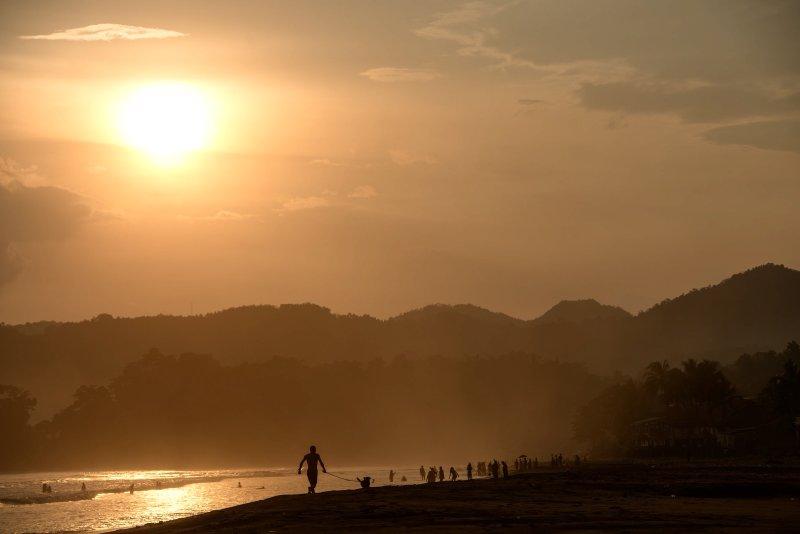 coucher de soleil juste sur le côté gauche de notre villa