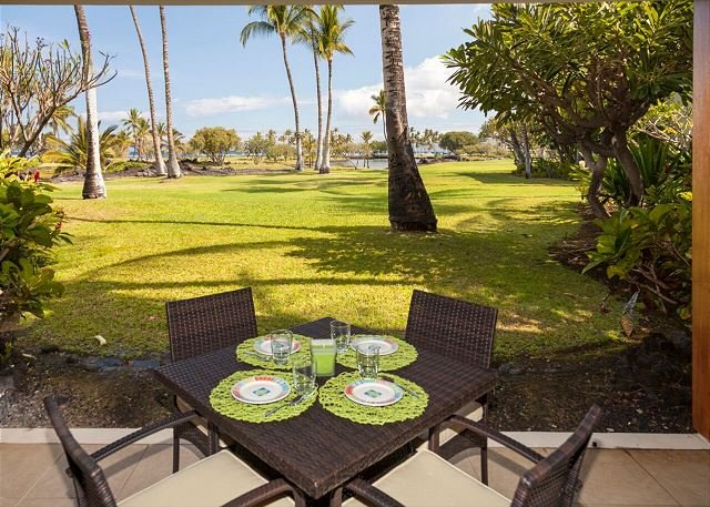 Outdoor dining with spectacula ocean views!