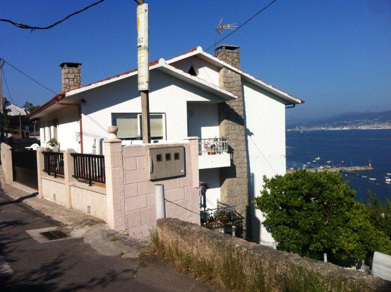 Casa con 3 apartamentos, vistas al mar