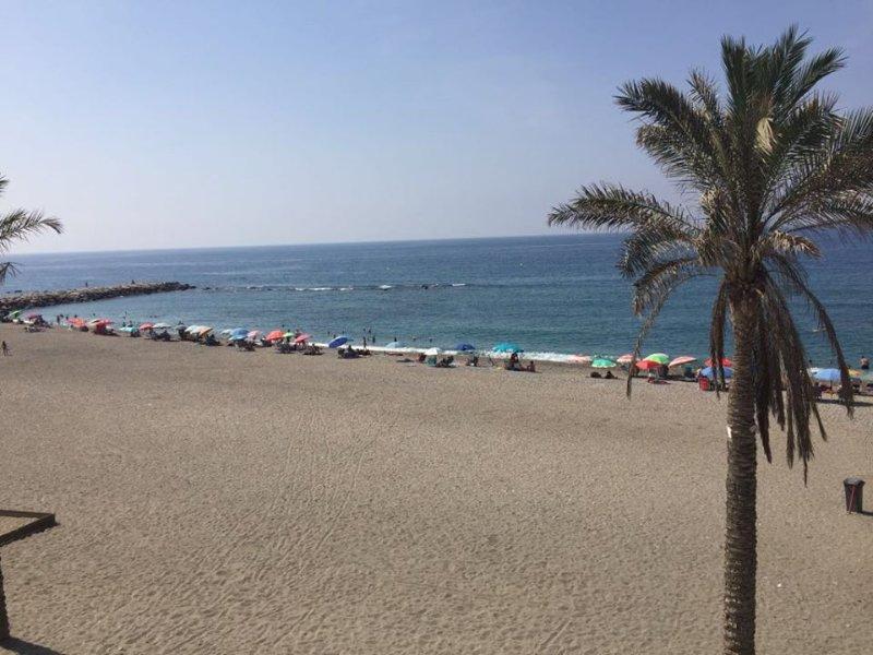 Apartamento en primera linea de playa en Torrenueva, Motril, Granada, alquiler de vacaciones en Gualchos