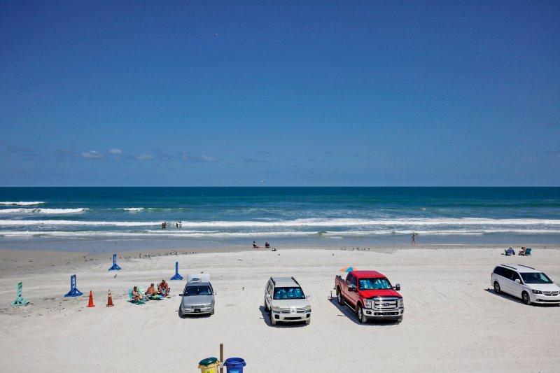 Catch a tan on this Daytona Beach vacation!