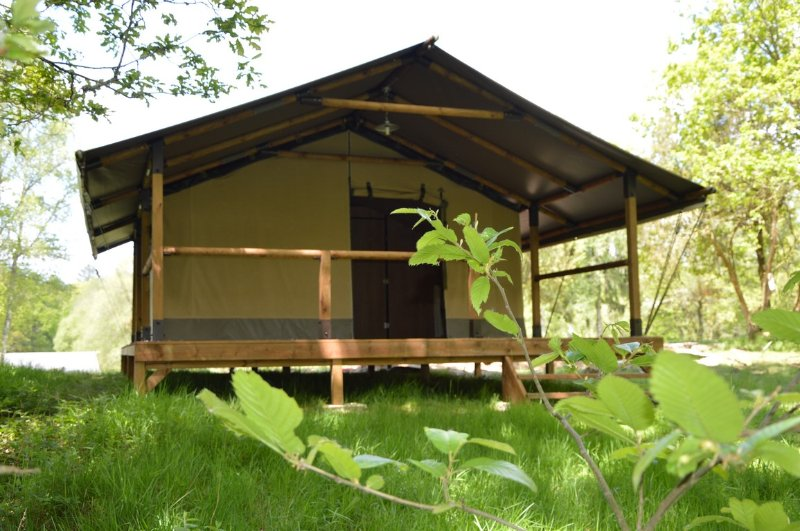 Les Etangs de Taysse Tente Lodge pleine nature Corrèze Vallée Dordogne, holiday rental in Gros-Chastang