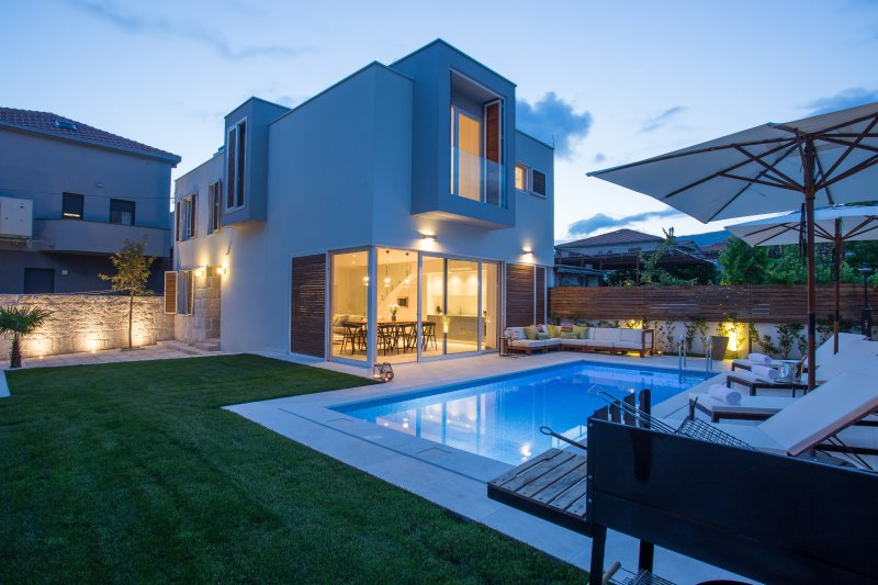 Koras Villa - modern villa few steps from beach with heated swimming pool, holiday rental in Kastela