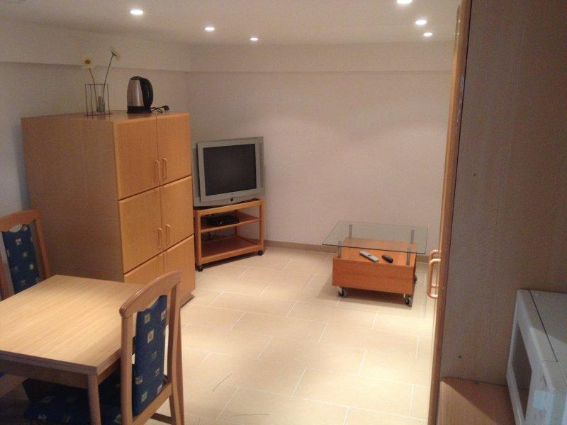 Apartment für 2 Personen, 5 Gehminuten vom Bahnhof, vacation rental in Ruppichteroth