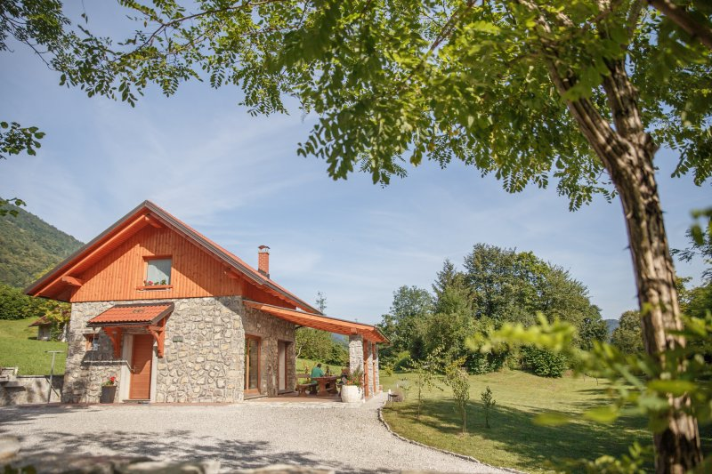 Cottage NA BIRU 2 by the Soca river, vacation rental in Stregna