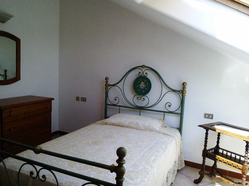Chambre 1, dernier étage avec puits de lumière, lit français
