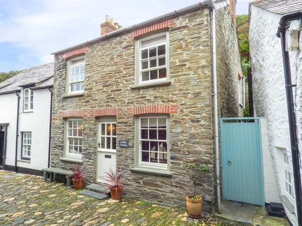 COBBLE COTTAGE, terraced, WiFi, private patio, open fire, in Boscastle, Ref, holiday rental in Boscastle