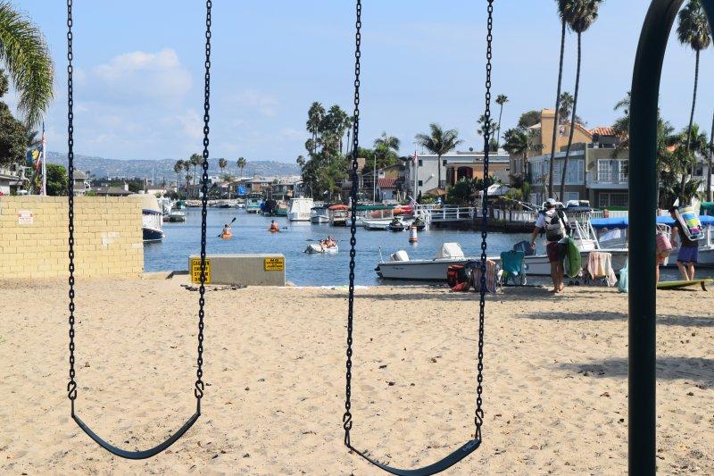 Kanal-Park am Ende unserer Straße für Kinder spielen oder Kajak fahren, Schwimmen