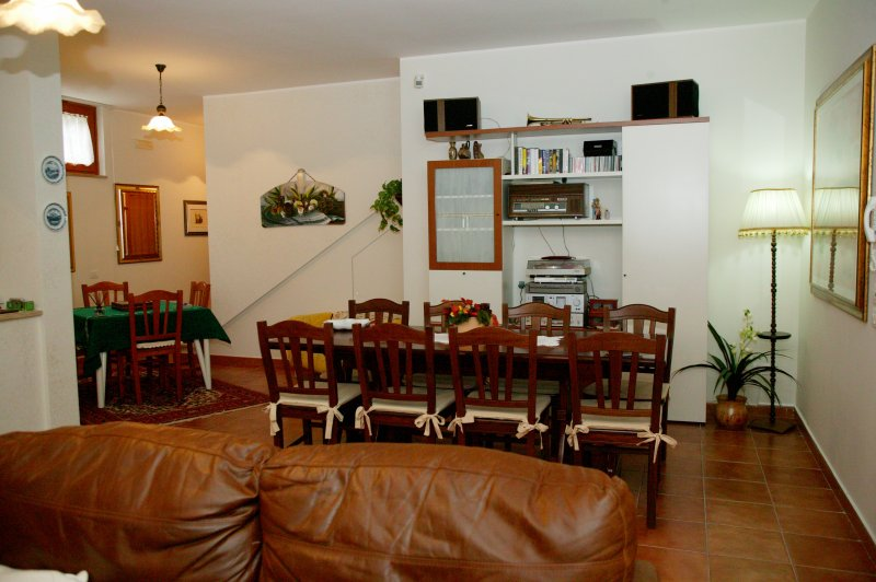 """Rumpus room / house / B & B """"by Luciano"""" in an elegant residential central area 100 meters from the """"SASSI"""" .-"""