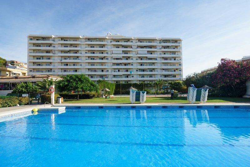 apatamento de lujo 2 linea playa, vacation rental in Malaga