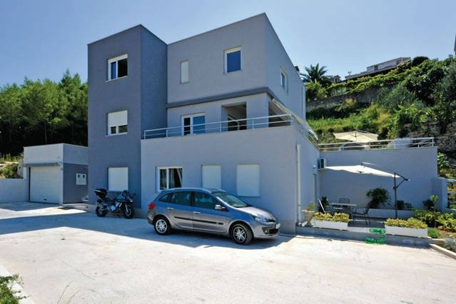 casa e estacionamento