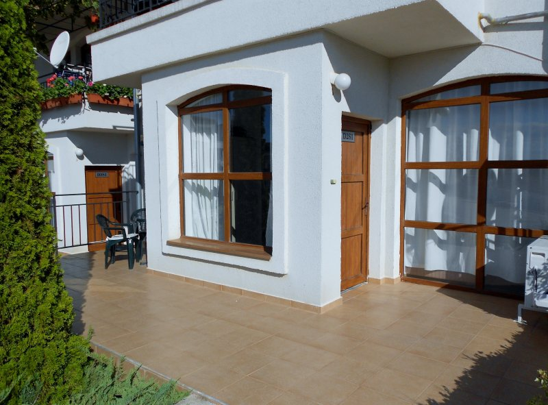 Luxury ground floor /pool side with private WIFI, holiday rental in Gyulyovtsa