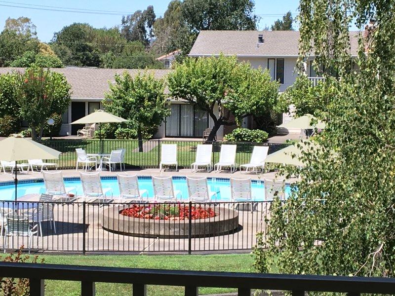 Magnifique condo Une chambre à coucher, emplacement parfait à côté de la piscine principale Piscine